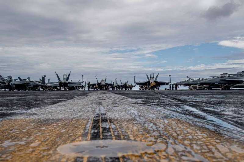 美軍羅斯福號航空母艦甲板上的艦載機。(羅斯福號官方臉書)