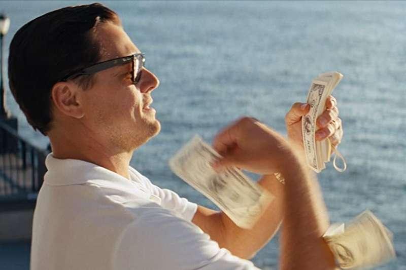 有錢人一定賺很多、花很多?其實他們超節儉!(圖/取自imdb官網)