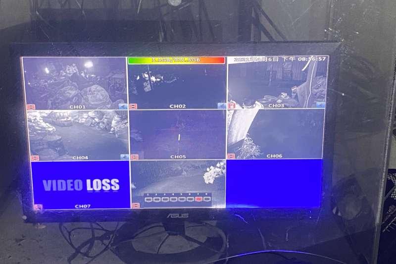 煉鋁工廠門禁森嚴,佈有多支監視器。(圖/新北市環保局提供)