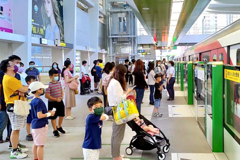 中捷綠線試營運15天破108萬人次,列車準點率99.9%。(圖/台中市政府)