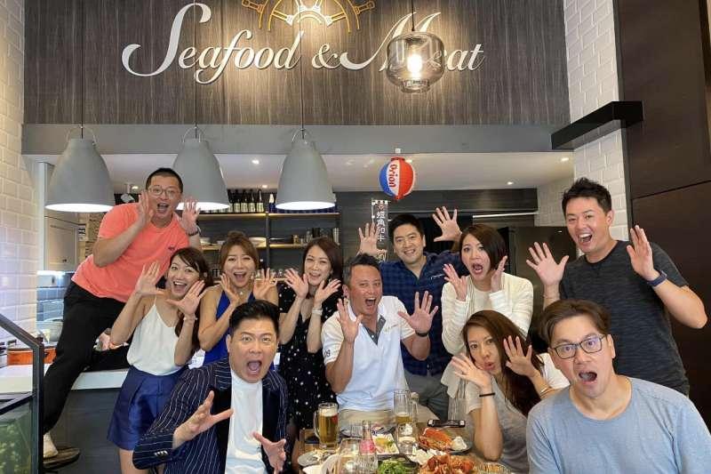 波波海鮮市集打造微型海鮮市集,讓綜藝主持人曾國城一試成主顧。(圖/Seafood & Meat 提供)