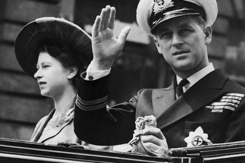 英國女王的丈夫菲利普親王辭世,他們結褵73年,是歷史上最長的王室婚姻。(AP)