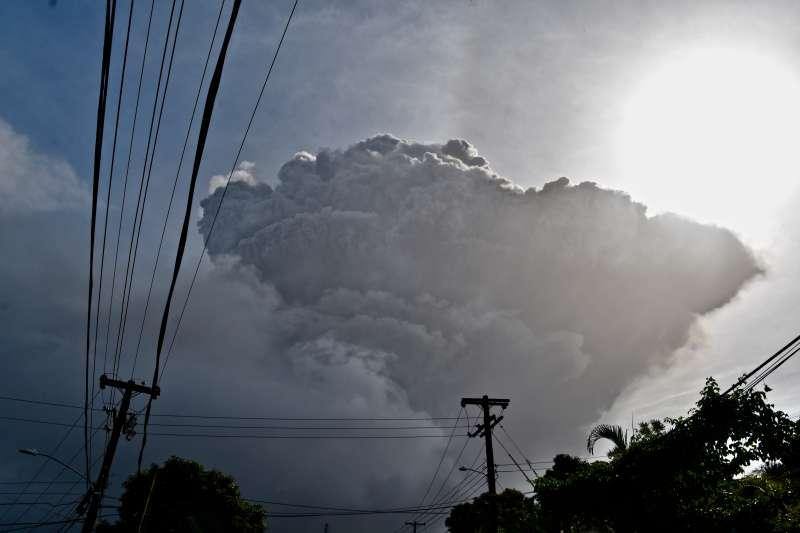 2021年4月9日,聖文森島蘇弗里耶爾火山(La Soufrière)爆發(AP)