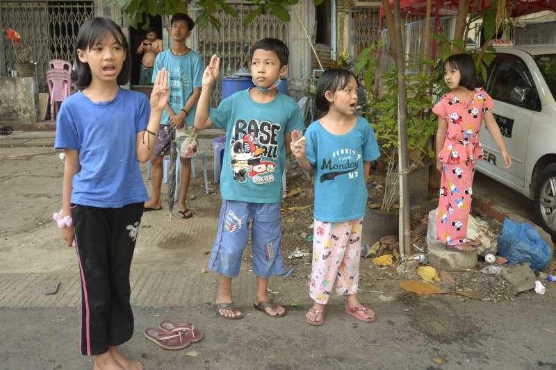 2021年緬甸軍方發動政變,全國民眾走上街頭示威抗議,軍方以血腥鎮壓回應(AP)