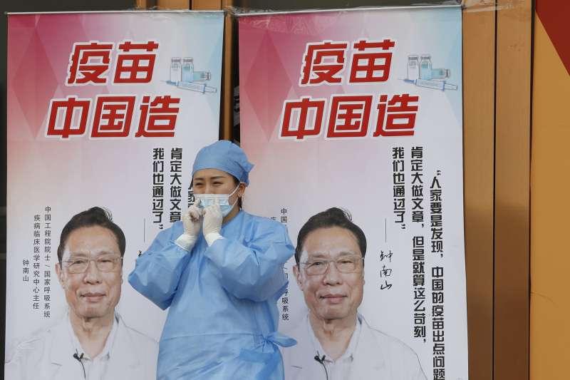 中國力推「疫苗外交」,官方卻罕見坦言國產新冠疫苗有效性低。(AP)