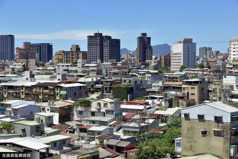 台北房價貴,多數人在台北買房會選擇購買老屋,雖然價格較低廉,但所產生的問題也較高,例如漏水、磁磚掉落等問題。(圖片來源/住展房屋網)