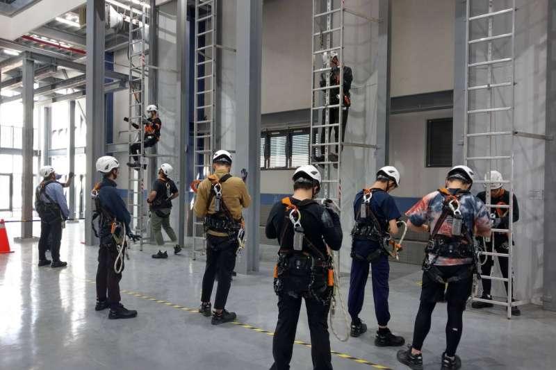 金屬中心攜手勞動部辦理「離岸風電海事工程就業輔導班」,開課至今廣受好評。(圖/金屬中心提供)