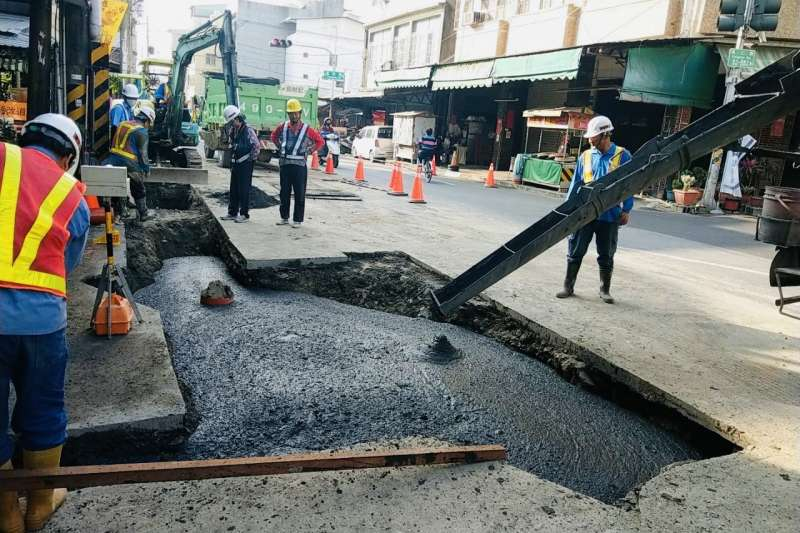 底渣再利用於道路基底層。(圖/高雄市環保局提供)