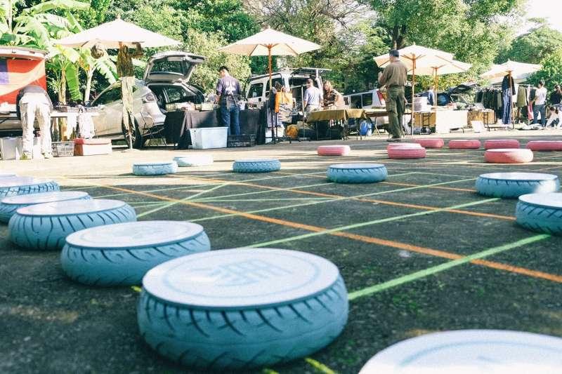〈車馬炮兵兵〉是將靜態象棋轉化為動態遊戲,邀請民眾動起來。(圖/新北市文化局提供)