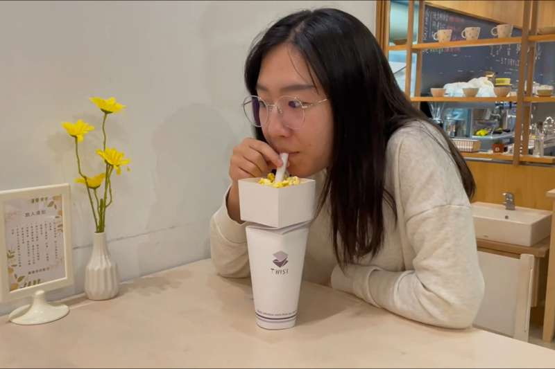 「TWIST 旋轉折杯」是透過摺紙的設計,讓一次性容器不需使用塑膠蓋或封口膜就能完全密封。(圖/擷取自環境關懷設計競賽官網)