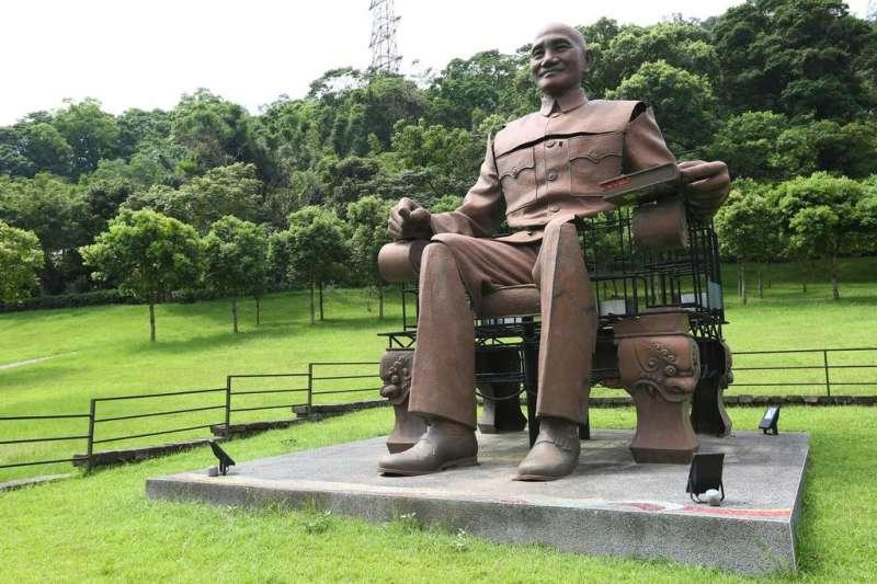 蔣介石銅像是《促轉條例》中,法定必須移除的威權象徵。(資料照,取自桃園觀光導覽網)