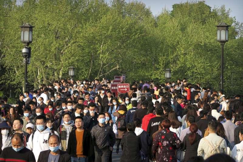 中國清明連假,中國國內旅遊出遊共計1.02億人次。(AP).jpeg