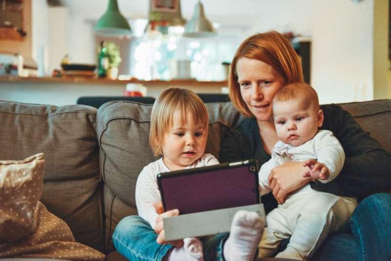 面對不同年齡的兒童,可以做的親子理財教育也有所不同。 (圖/unsplash)