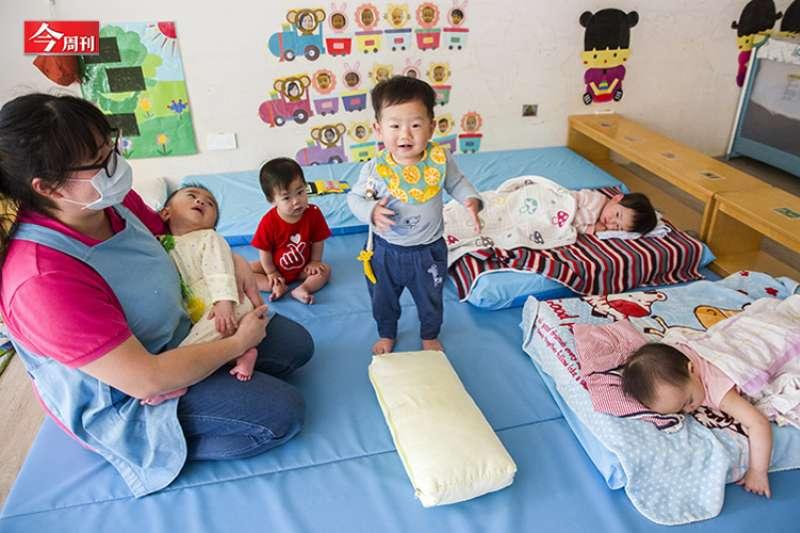 今周刊生育意願調查結果顯示,政府若想讓生育率回穩,須從根本緩解育齡民眾的經濟壓力。(今周刊提供)