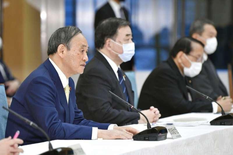 日本首相菅義偉13日一早召集相關閣僚,在總理大臣官邸決議將福島核電廠的「處理水」排入大海。(美聯社)