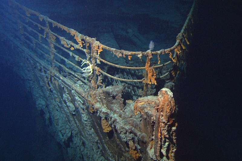 1912年4月14日,英國巨輪鐵達尼號撞上冰山。2004年拍攝到的船隻殘海影像。(維基百科公有領域)