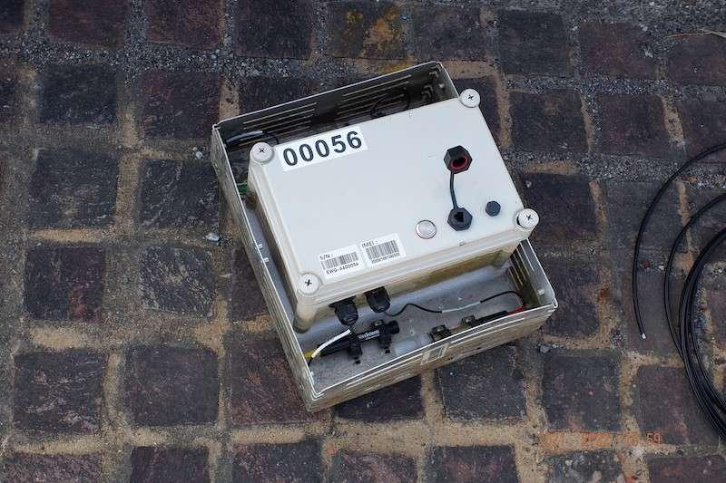 台中市環保局在河川共布設30台水質感測器「水盒子」,檢測水質。(圖/台中市政府提供)