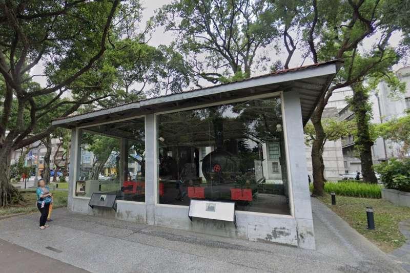台北228公園中展示騰雲號火車頭。(取自Google Map街景)