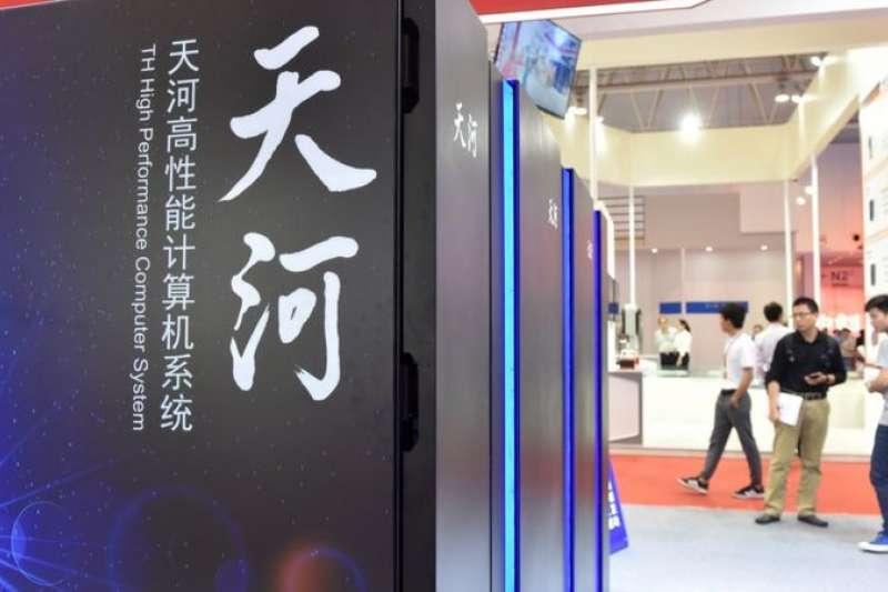 中國目前正在組建「天河三號」超級電腦,號稱運算速度可突破每秒百億億次,是這個領域的「下一頂皇冠」。(新華社)