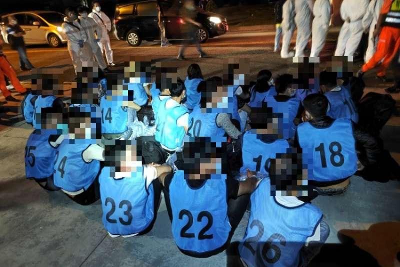 海巡署查獲國籍「金滿1號」漁船,載運26名越南籍偷渡犯企圖偷渡入境。(海巡署提供)