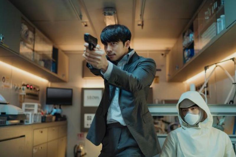 韓國電影《永生戰》(SEOBOK)取材自複製人議題,探討生命延續意義。(圖/取自方格子Vocus)