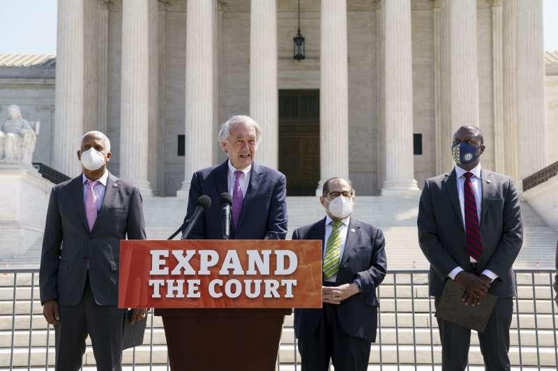 美國民主黨國會議員聯合提案,把聯邦最高法院大法官人數從現有的9人增為13人(AP)