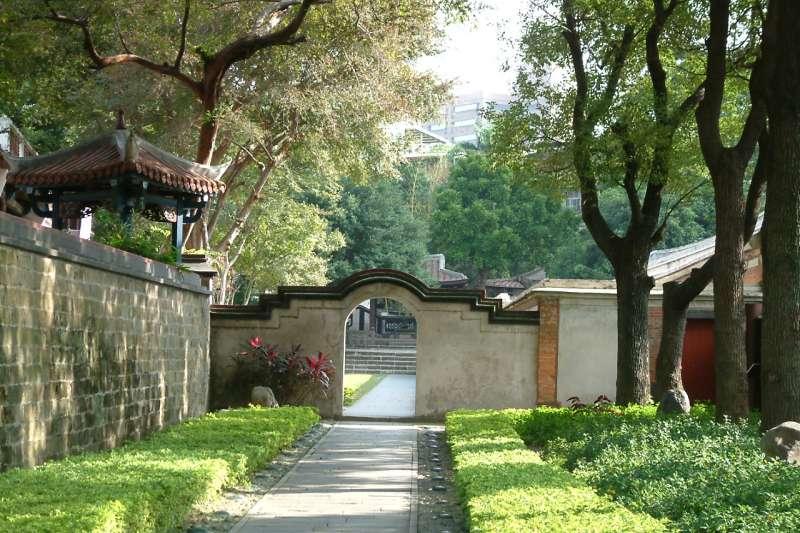 放鬆心神享受花園景致,感受園林藝術文化。(圖/新北市文化局提供)