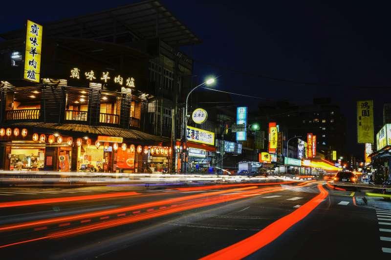 「國鉅富」鄰近化成路商圈,生活機能方便。(圖/富比士地產王提供)