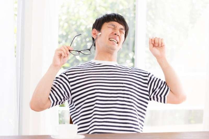 明明作息正常,卻常常感到疲倦,小心可能是過敏引起的腎上腺疲勞!(圖/取自pakutaso)