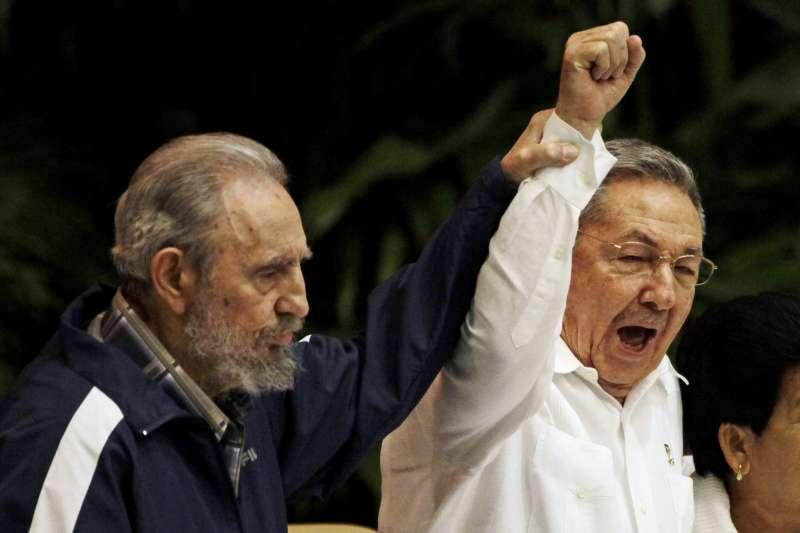 古巴卡斯楚兄弟檔,菲德爾(Fidel Castro,左)與勞爾(Raúl Castro),攝於2011年(AP)