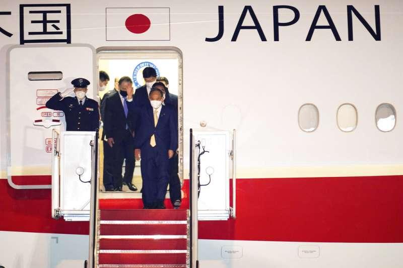 日本首相菅義偉搭機訪美,成為拜登上任後在白宮第一位會晤的外國領導人。(美聯社)