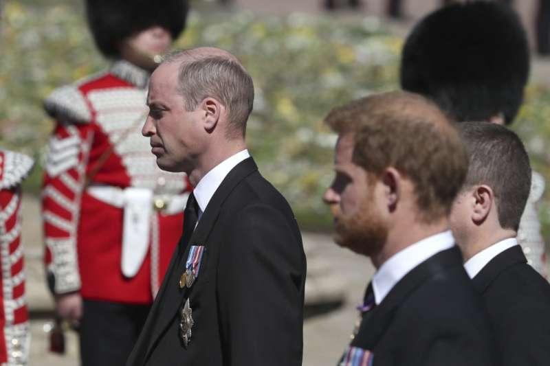 英國愛丁堡公爵(Duke of Edinburgh)菲利普親王(Prince Philip)的葬禮將在4月17日舉行,哈利王子、威廉王子等人出席扶靈隊伍。(AP)