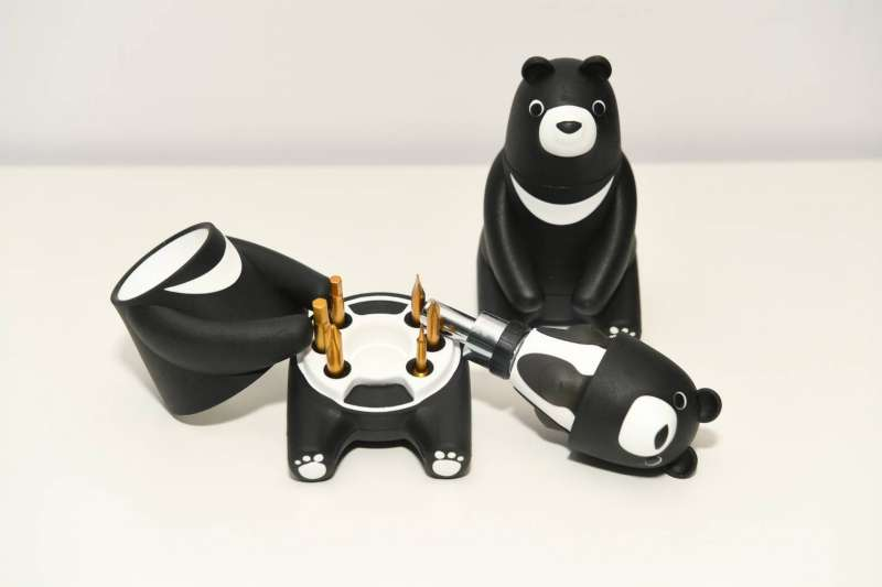 熊愛台灣棘輪起子工具組,外觀採用黑熊造型設計,可愛又實用。(圖/中鋼公司提供)