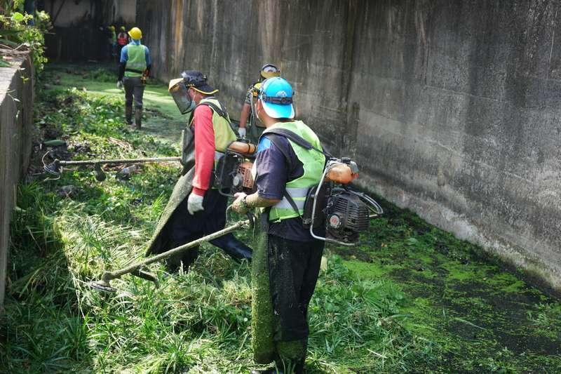 民雄鄉舉辦第一場清溝活動,解決積水、維護居住環境衛生。(圖/嘉義縣政府水利處提供)