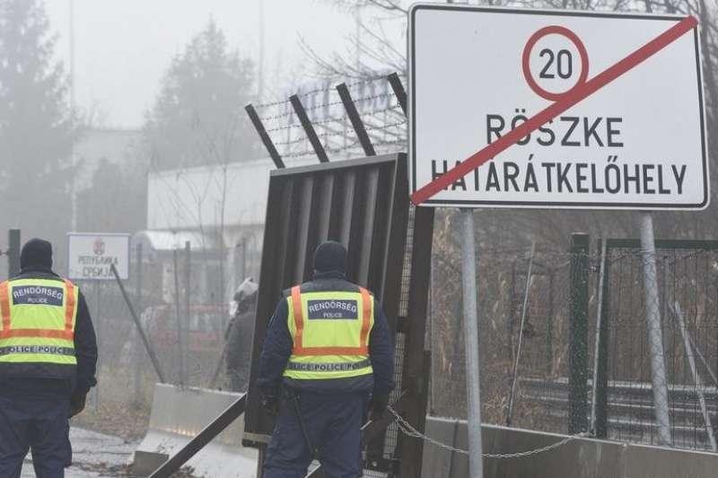 2021年1月,匈牙利邊境的警察(美聯社)