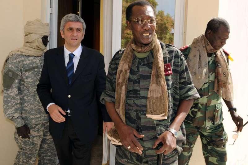 我國前友邦、中非國家查德的陸軍發言人20日指出,查德總統德比(Idriss Deby)贏得第六任期不到1天,即在視察北方前線期間受傷身亡。(AP)