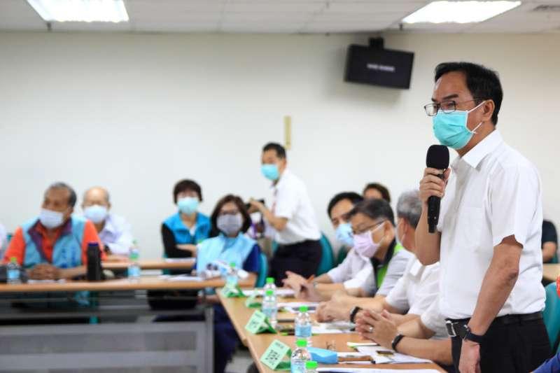 立法委員李昆澤與高雄市議員召開防汛防疫會議。(圖/立委李昆澤服務處提供)