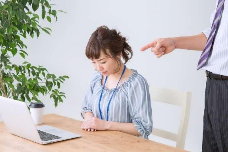 職場也有情緒勒索?過來人分享解決的三個方法。(圖/取自PhotoAC)