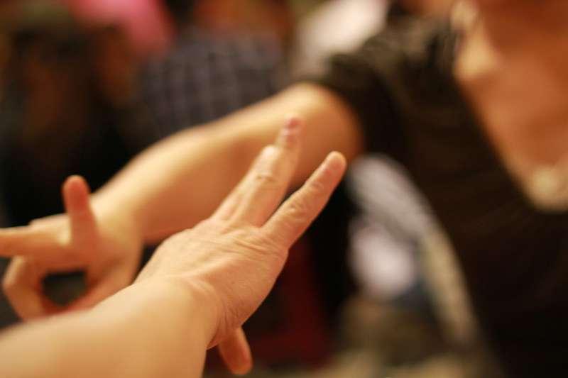 划拳作為飲酒中的一種遊戲,大約始於唐代。(圖/REz Lin@Flickr)