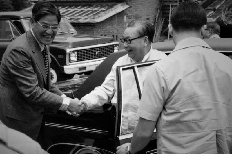 1979年春天,蔣經國前往李登輝(左)三芝故居作客。(胡佛檔案館藏)