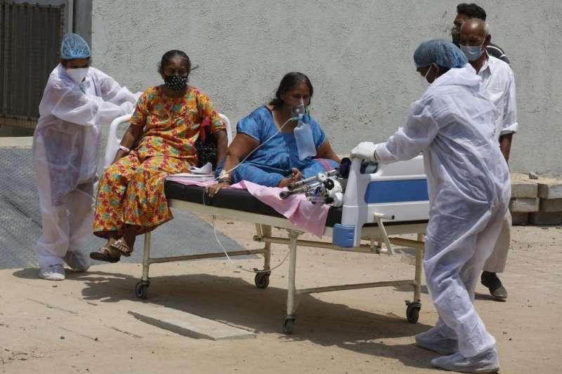 印度疫情、印度面臨洶湧的第二波新冠疫情,且似乎無力掌握,英媒《衛報》形容印度已經「墮入新冠地獄」。