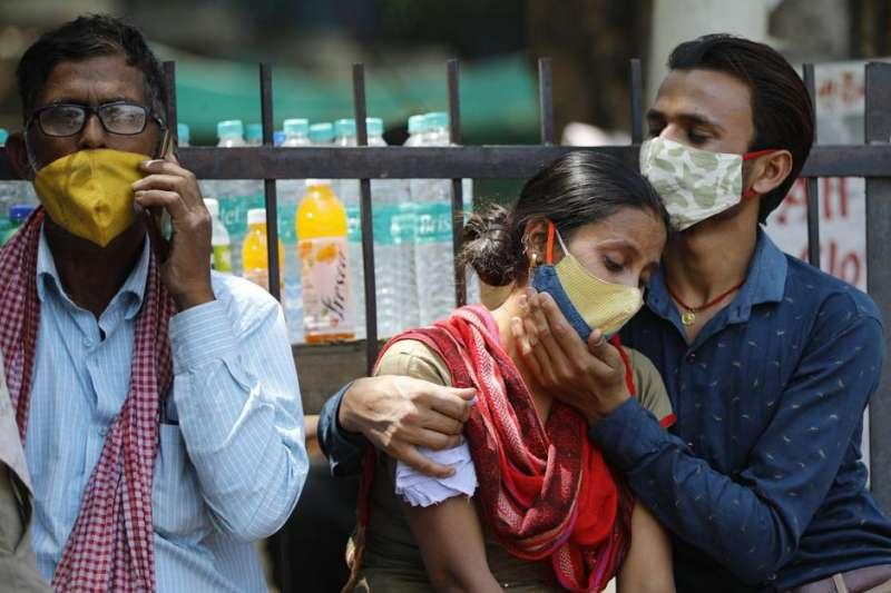 印度面臨洶湧的第二波新冠疫情,且似乎無力掌握,英媒《衛報》形容印度已經「墮入新冠地獄」。