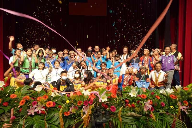 第六屆原住民族語單詞競賽高雄市初賽,賽程激烈最終由9組隊伍脫穎而出。(圖/高雄原民會提供)