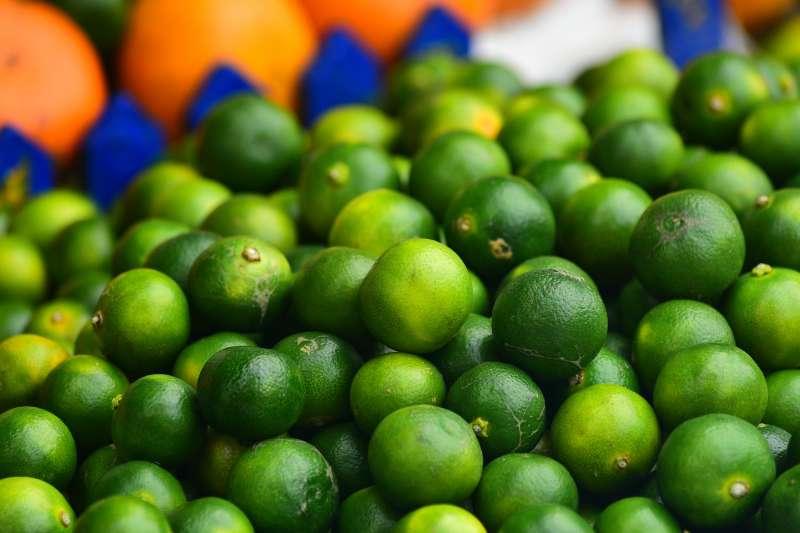 金桔檸檬生津止渴,是夏日的熱門飲品,但手搖杯崛起後,便漸漸從飲料市場的熱門排行中消失。(圖/取自Pixabay)
