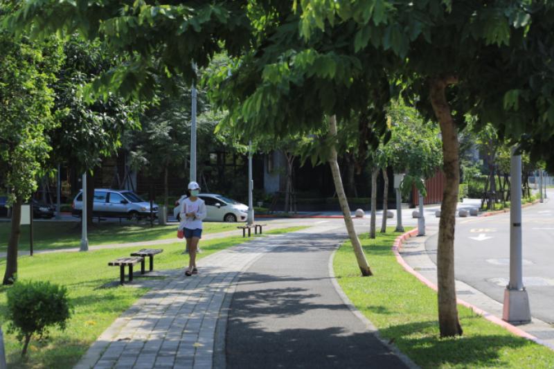 奇岩重劃區已發展成熟,街道環境舒適宜人不必忍受工程黑暗期。(圖/精業建設 )