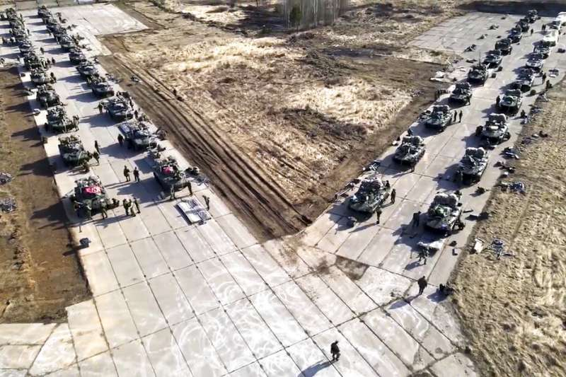 俄羅斯近日出動大軍在烏克蘭與克里米亞邊境集結,引發國際社會關注。(美聯社)