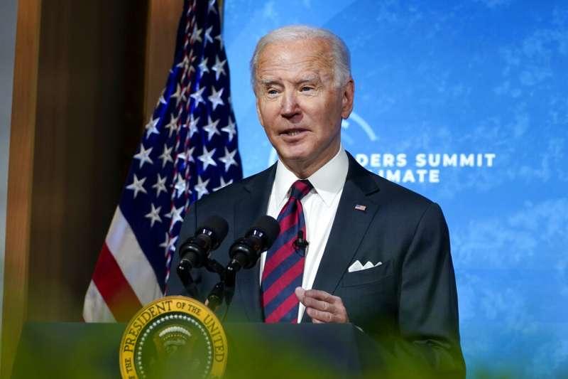 美國已無能力東西兩頭作戰,圖為美國總統拜登在氣候峰會發言。(美聯社)