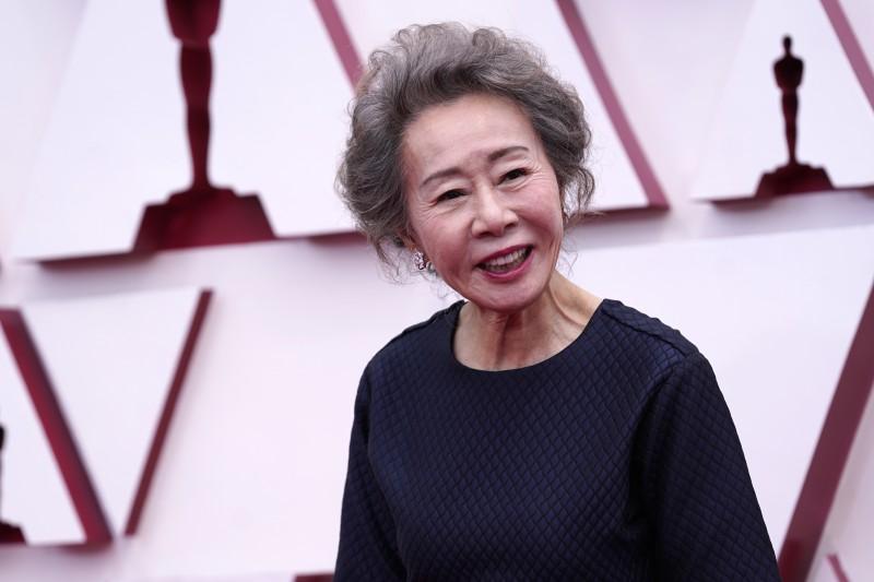 第93屆奧斯卡獎紅毯:最佳女配角入圍者、《夢想之地》南韓女星尹汝貞(AP)