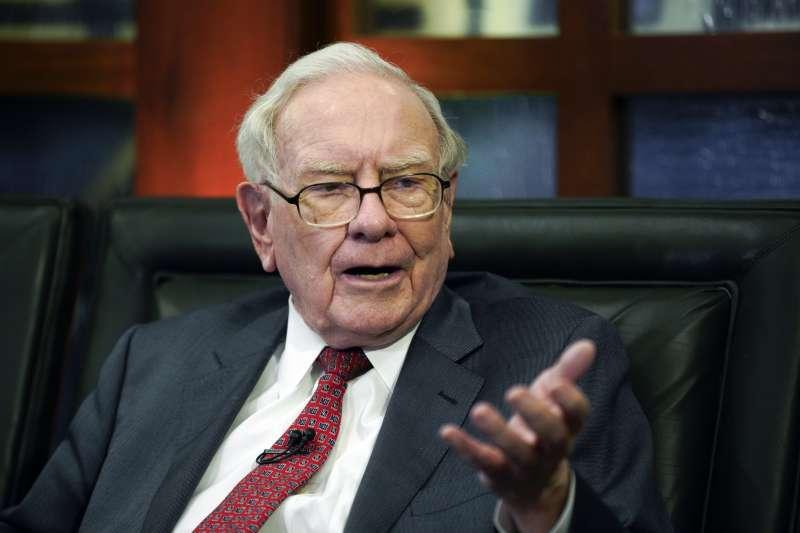 巴菲特認為,投資有強健護城河的企業,當股東才能長治久安。(圖/取自AP)