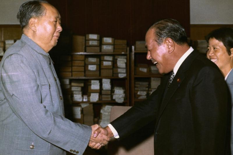 尼克森訪問中國大陸,終於給日本開了與中華人民共和國建交的綠燈,於是田中角榮首相一腳就把台灣踢開,頭也不回奔向毛澤東的懷抱。(許劍虹提供)